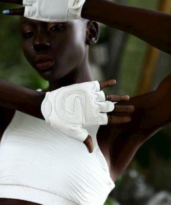 Спортивные перчатки для девушек белого цвета