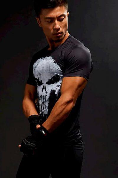 Черная мужская футболка с черепом